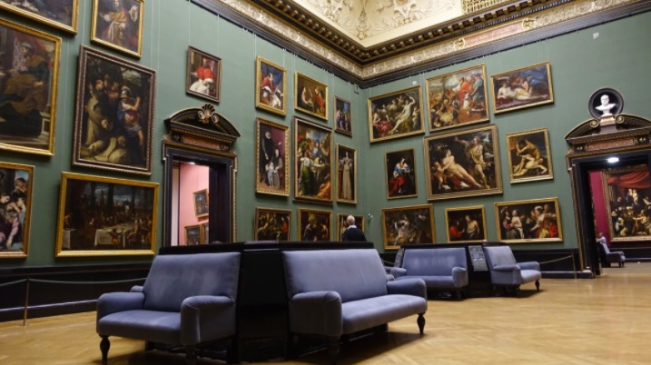 Exposition d'art dans un musée à New York